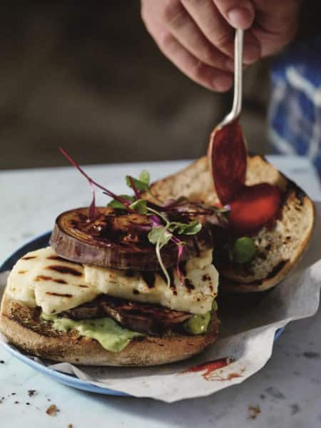Hellmann's - Halloumi Burger mit Melanzani
