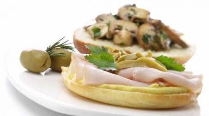Sándwich de lomito ahumado con hongos salteados