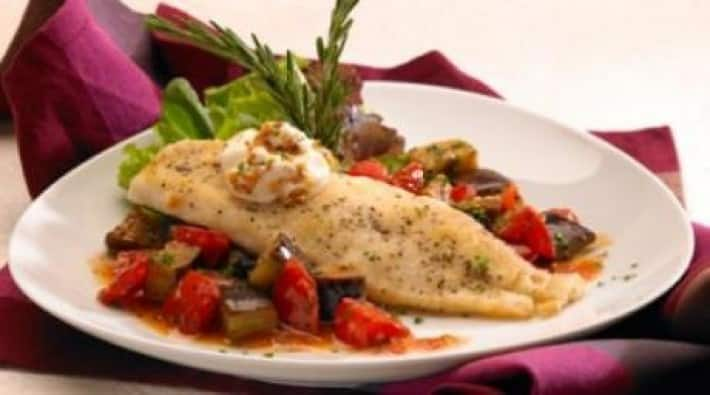 Pescado deleite con verduras al romero