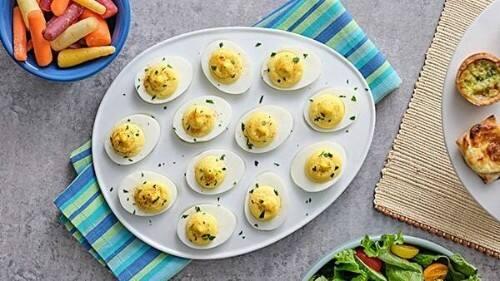 Huevos rellenos clásicos