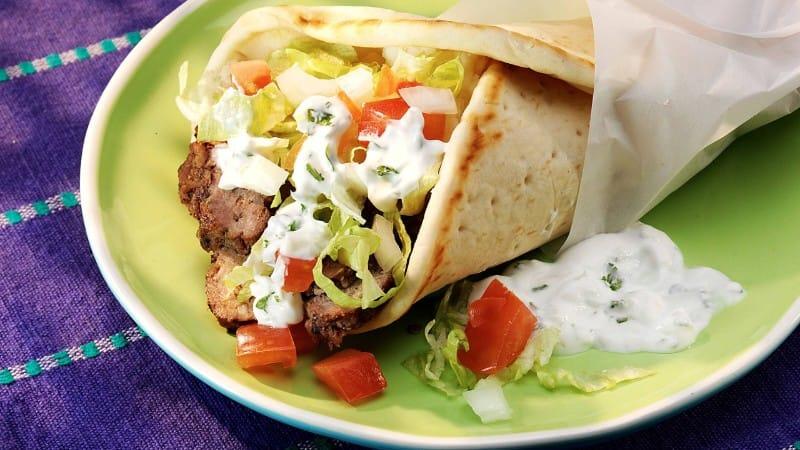 Carne gyros con salsa Tzatziki
